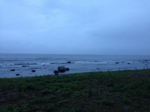 Det började att bli dag igen. Det regnade också.