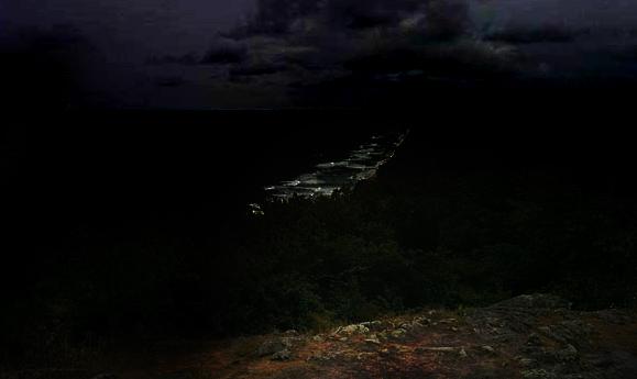 Stenshuvud på natten