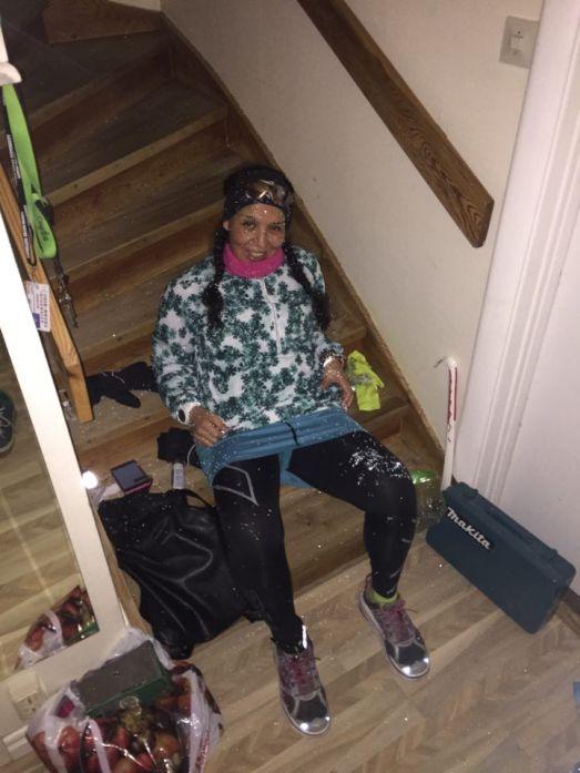 kl 16:00 Bilden efter att jag hade kommit in i huset. Ja, lite trött och hungrig! Varför ser bilden så glänsande ut?